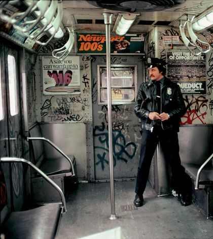 Вагон метро в криминальном Нью-Йорке