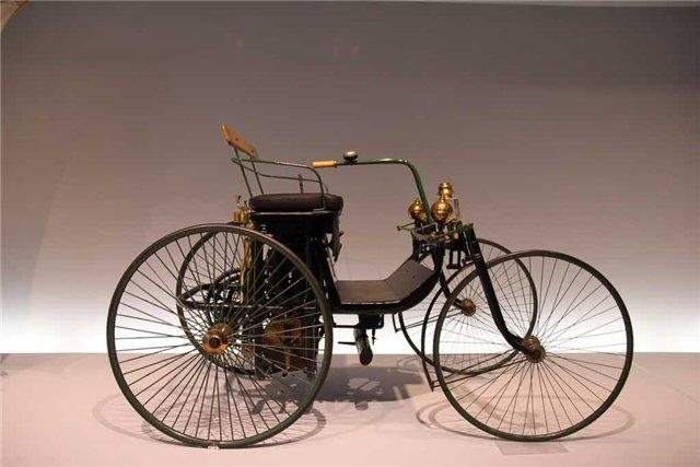 Автомобиль Даймлера на оригинальном шасси 1,5 л.с. (1889 год)