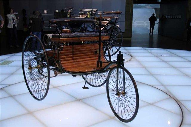 Трехколесный «Patent-Motorvagen» с двигателем Бенца (1886 год)
