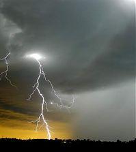 Молния во время дождя